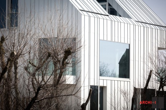 Blanco Oostduinkerke Residence, BURO II & ARCHI+I, Belgium, aluminum cladding, vernacular, pitched house, marionettes, dune grasses, coastal architecture, contemporary coastal architecture, daylighting, sustainable design, green design, sustainable materials, minimalist design