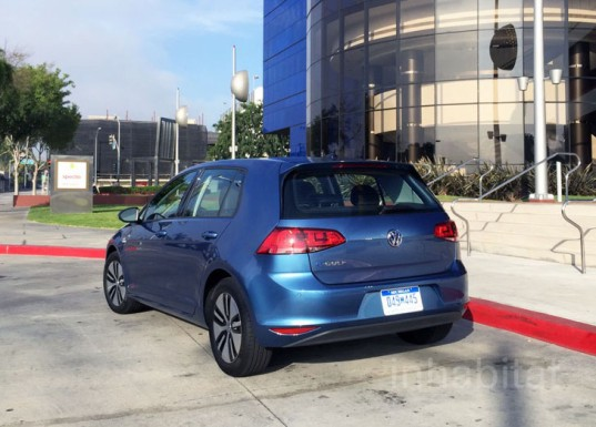 volkswagen, volkswagen e-golf, volkswagen golf, electric car, review, car review, lithium-ion battery, green car, green transportation, electric motor, e-golf