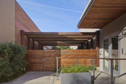Marmol Radziner, 9 Dots Community Learning Center, Los Angeles, green classroom, reused materials,  water efficiency, courtyard, biofiltration, green architecture