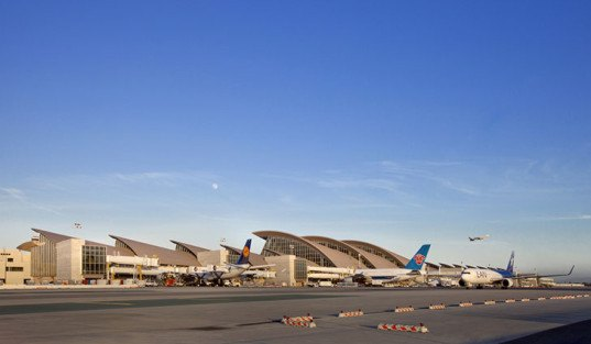 Fentress architects 39 new tom bradley terminal receives for Recycled building materials los angeles