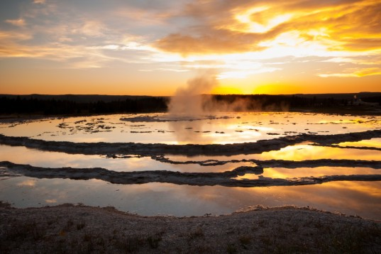 yellowstone volcano could erupt, yellowstone volcanic eruption, castastrophic volcanic eruption, new study yellowstone volcano, yellowstone geology