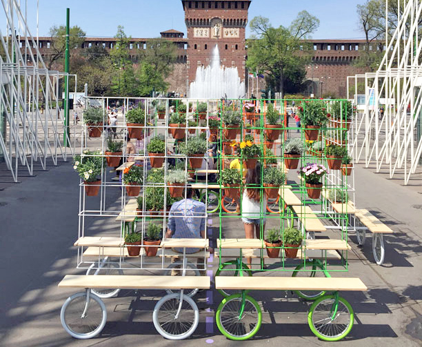 A rolling garden on wheels recently popped up in the for Garden design milano