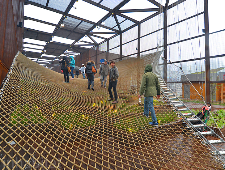 Brazil's porous World Expo pavilion erases boundaries with net-like ramps and walls