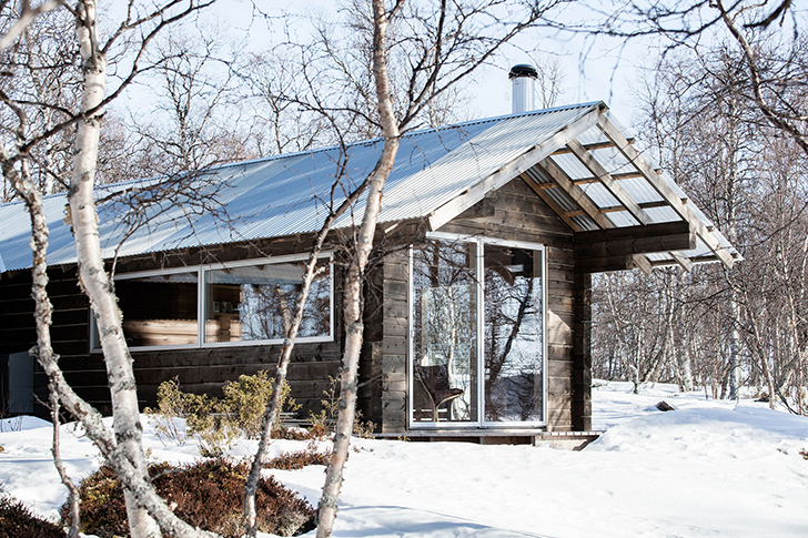This amazing log cabin in norway is worthy of a modern day for Log home architects