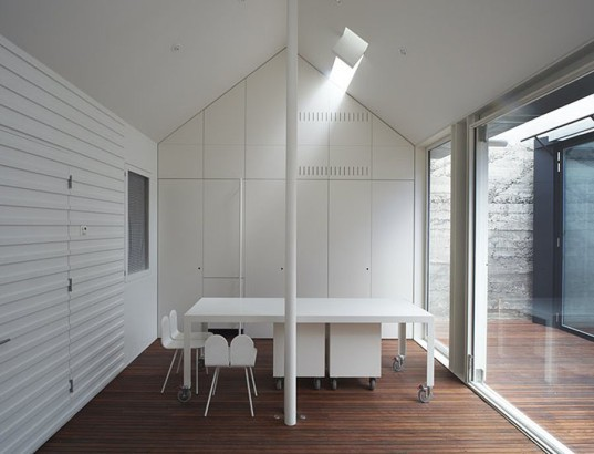 green house, Sean Godsell Architects, melbourne, australia, green renovation, automated sunscreen, aluminum screens, metal screens, aluminium, timber cottage, natural light , skylights, cathedral ceiling, inner courtyard