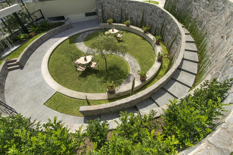 Peruvian Cockfighting Arena Transformed Into A Vibrant Garden. Architecture