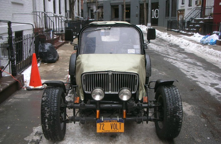 Industrious Manhattan Man Drives To Work In Homemade Electric