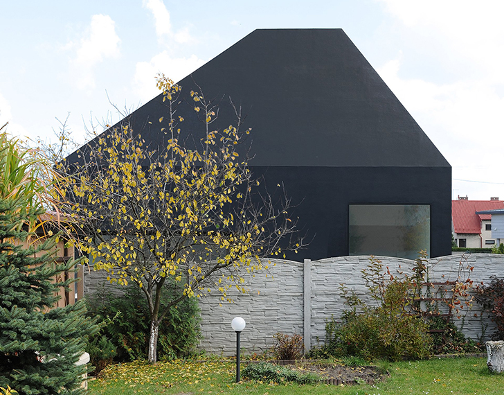 sculptural house in lubliniec 2 hides an all white interior within a sleek black envelope. Black Bedroom Furniture Sets. Home Design Ideas