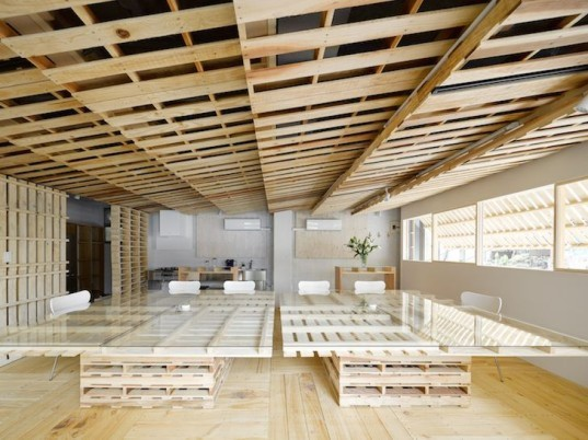Japan, Tokyo, Hiroki Tominaga Atelier, green design, sustainable design, renovation, green renovation, pallets, temporary design, recyclable design,