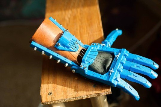 prosthetic limbs, robot arms, Mission ARM Japan