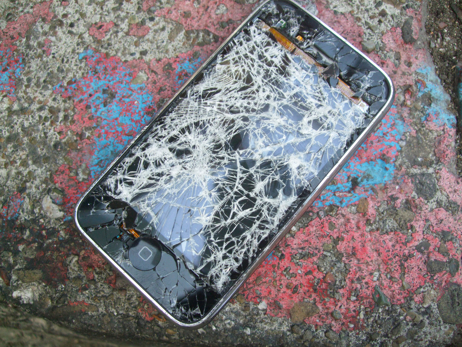 Cracked cellphone screens will soon be able to repair themselves