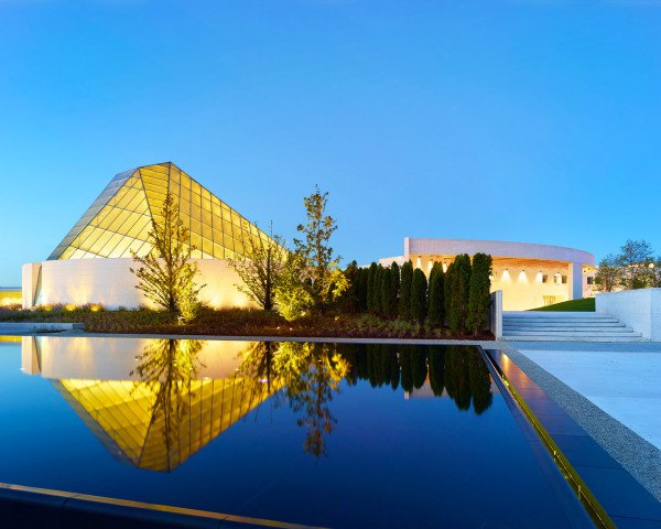 Ismaili Center, Charles Correa Associates, Moriyama & Teshima Architects, cultural center, glass dome, glass roof, transparent roof, Islamic architecture, Toronto, Cananda, skylights