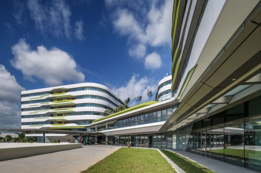 UNStudio, Jeremy Tan, DP Architects, Ben van Berkel, SUTD, Singapore University of Technology & Design, sustainable campus, sustainable campus design, sustainable architecture, Singapore, passive solar, passive design, urban heat island effect