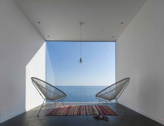 Cadaval & Solà-Morales Architects, Sunflower House, Sunflower House by Cadaval & Solà-Morales Architects, modern house, Costa Brava, double height space, heavy duty glass, floor to ceiling glass, glazed end walls, cube house,
