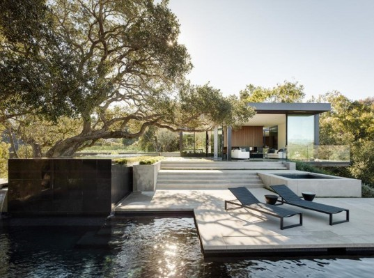 Oak Pass House, Walker Workshop, Southern California, California, hillside house, daylit home, glass facade, underground house, courtyard, concrete house, green architecture, luxurious villa