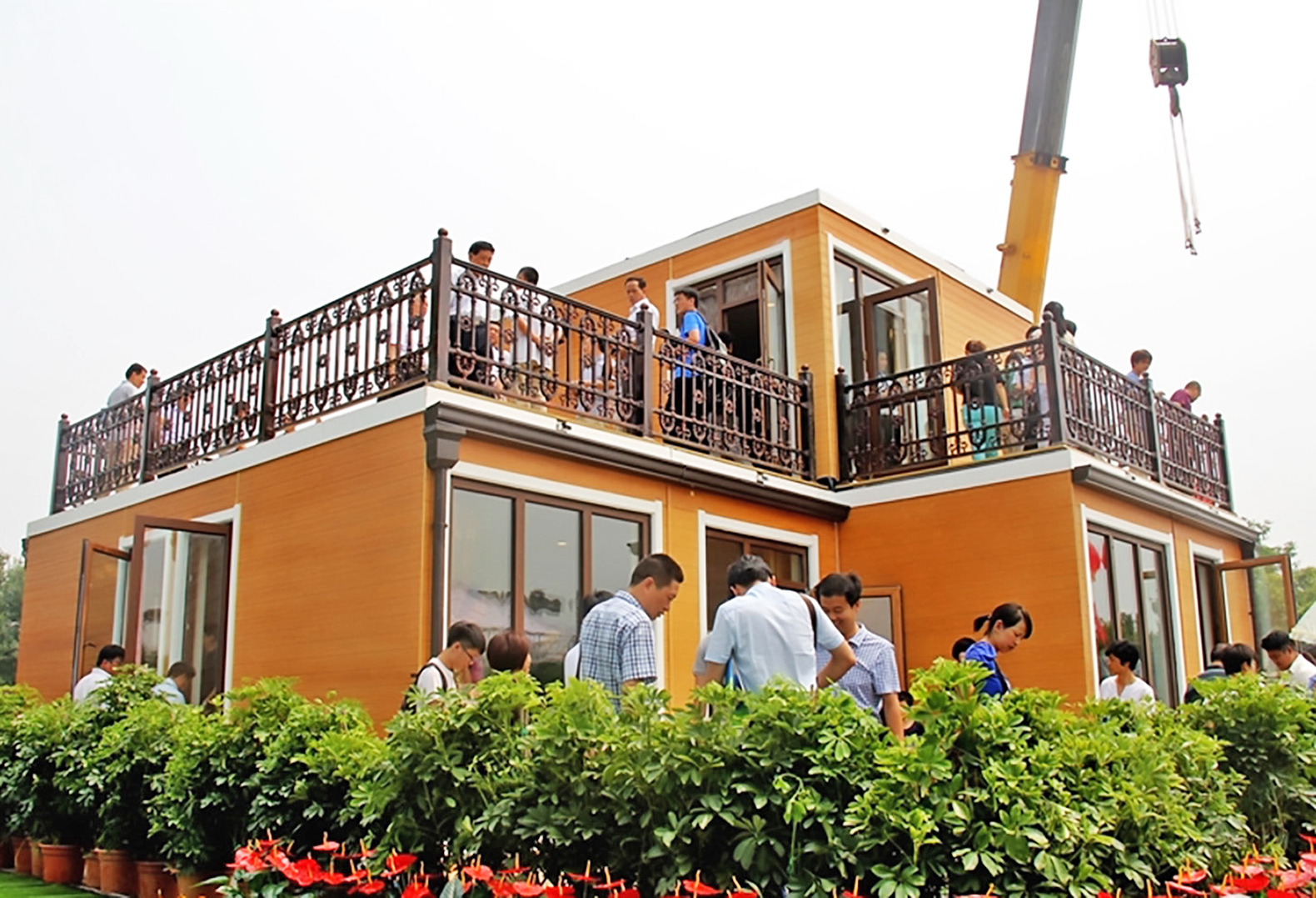 Chinese company builds 3d printed villa in less than 3 for Companies who build houses