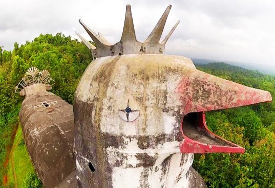 Gereja Ayam, daniel alamsjan, indonesia, java, prayer house, religious architecture, buildings shaped like animals, abandoned chicken church