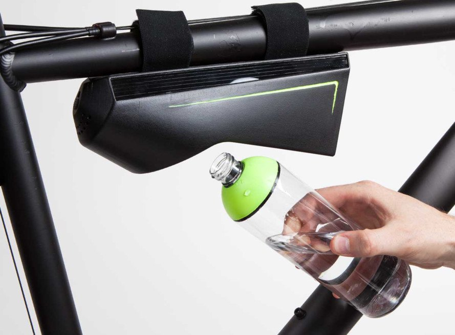 Fontus Ryde, Fontus, bike, bicycle, water capture, solar energy, solar panels, water from air, resilient technology, Fontus, Kristof Retezár, solar power, solar panels, self-filling water bottle