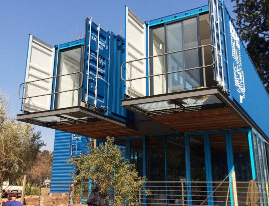 green design, eco design, sustainable design, Foghound Interactive Coffee Company, Johannesburg, Earthward Architects & Interiors, shipping container architecture