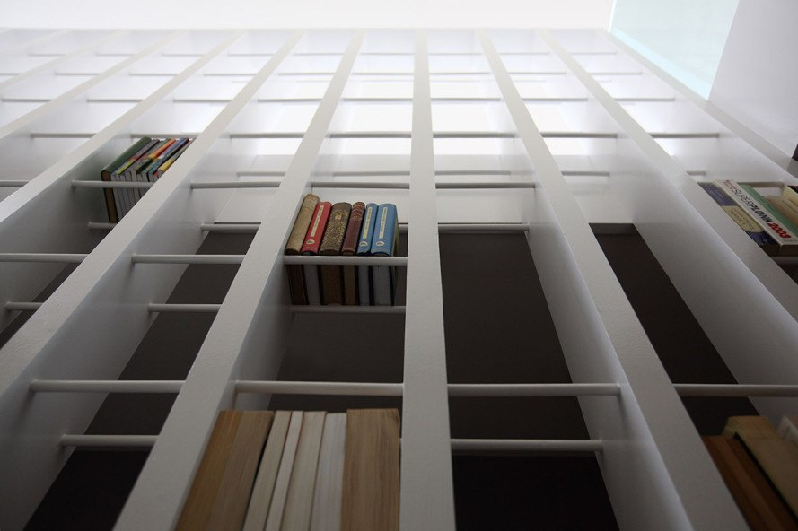 Staircase Library by Tamir Addadi Architecture, staircase library, space saving staircase, space saving loft design