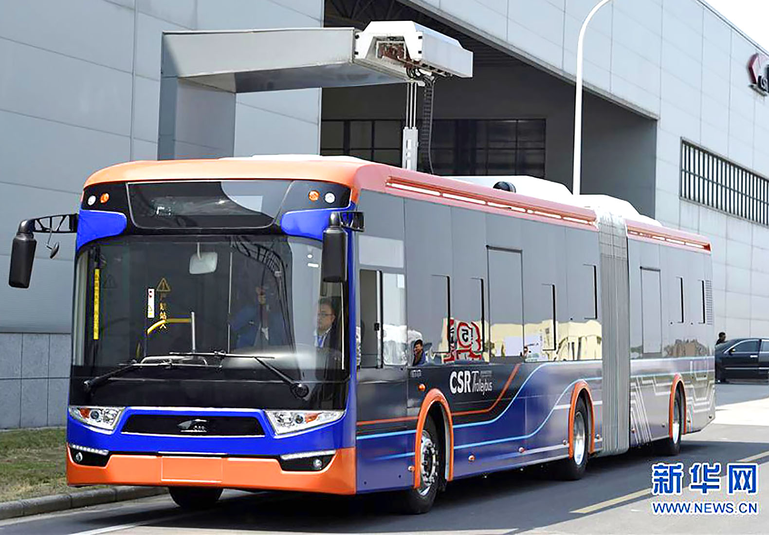 The world's fastest charging electric bus powers up in 10