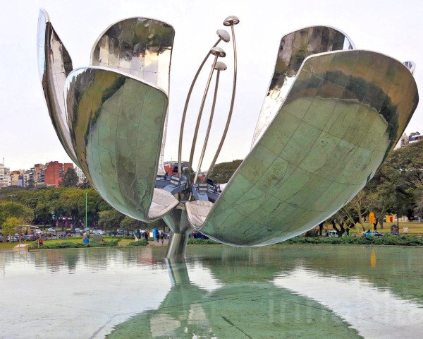 Eduardo Catalano, Floralis Generica, Buenos Aires art installations, blooming metallic flower, Lockheed Martin Aircraft, blooming metal flower, mobile sculpture buenos aires, blooming metal flower Buenos Aires