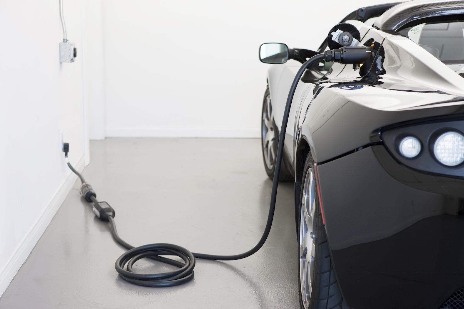 This electric car battery could charge in just five minutes