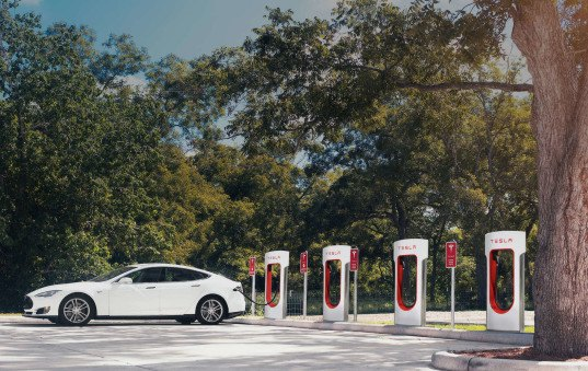 Tesla, airbnb, electric cars, charging stations, Tesla supercharger, free Tesla charger, Tesla charger Airbnb, alternative fuel, Tesla range