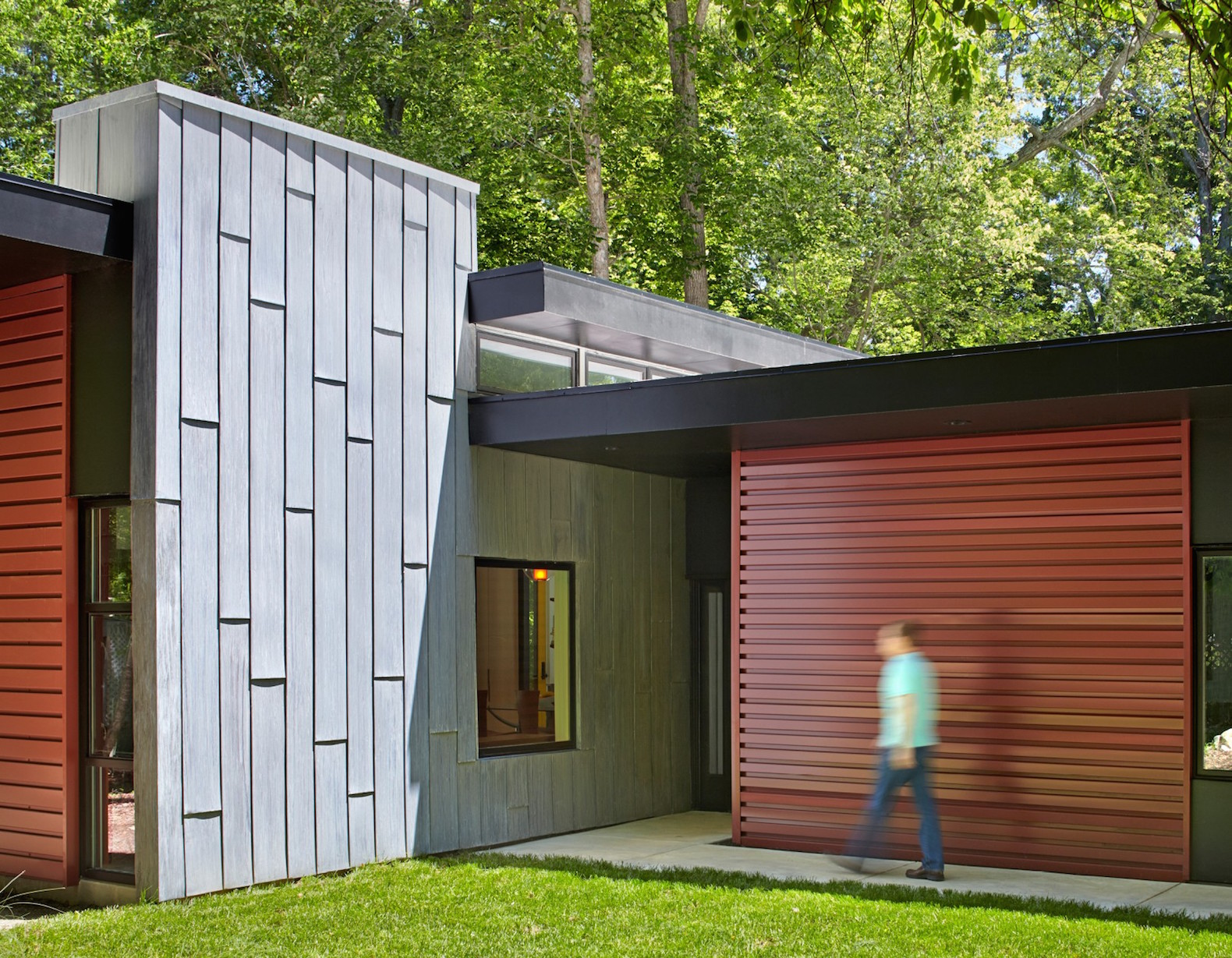 Beautiful solar-powered Aiyyer Residence blurs the line between indoor and outdoor living