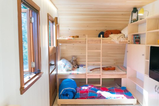 Collingwood Shepherd Hut, Güte, Ontario, Canadian designers, mobile homes, transportable house, tiny house, camper, plywood, handmade design, insulation, compact home, wooden structures, green architecture