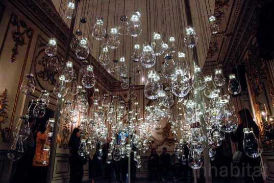 Perrier-Jouët, Curiosity Cloud, Curiosity Cloud by mischer'traxler, mischer'traxler, London Design Festival, 2015 London Design Festival, Norfolk House Music Room, V&A, Victoria and Albert Museum, London, insect installation, mouth blown glass, Lobmeyr,
