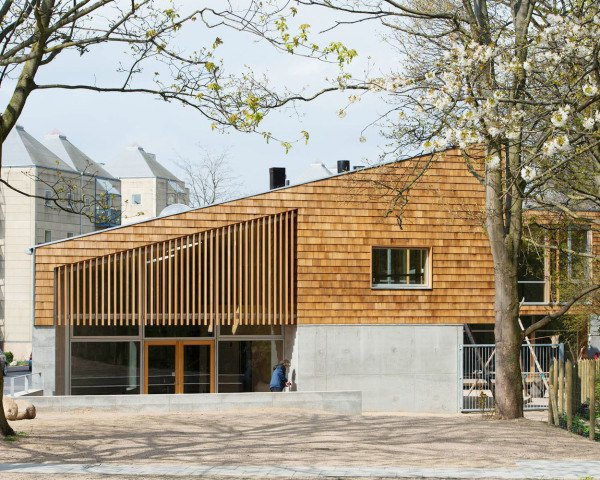 Copenhagen, Sophus Søbye Arkitekter, multipurpose space, multiuse space, shingles, pitched roof, concrete architecture, meeting place, community center, green architecture, timber structure, courtyard