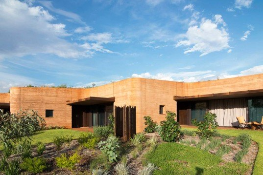 zigzag homes, Australia, Luigi Roselli, rammed earth, Great Wall of Western Australia, thermal mass, logest rammed earth