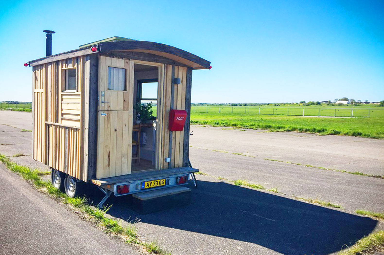 tiny office. tiny workplace on wheels can make each day at the office different ikke en pind u2013 inhabitat green design innovation architecture