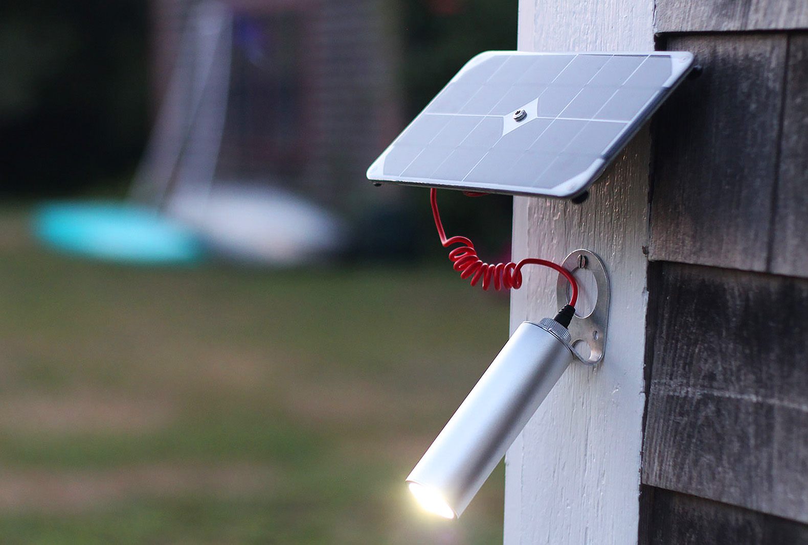 Elegant Solar Ed Shine Light Delivers 30 Hours Of Portable Led Illumination With Just One Charge