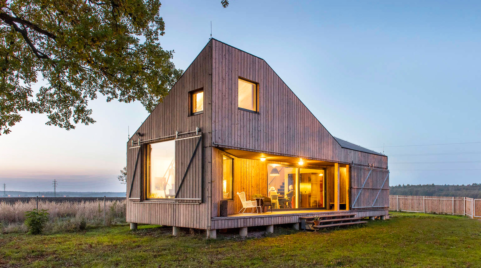 "Spectacular ""Zilvar"" wooden house was inspired by nature"