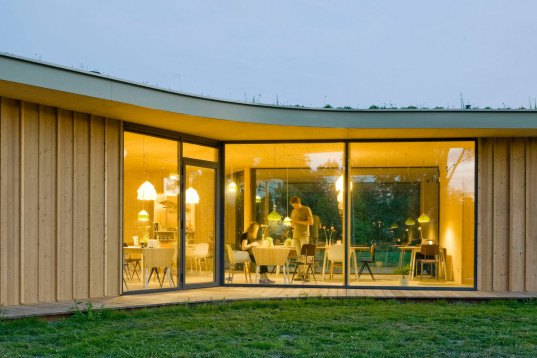 green design, eco design, sustainable design, GAAGA, Teahouse Leiden Noord, The Netherlands, prefabricated architecture, cantilevered roof, laminated larch, glass curtains