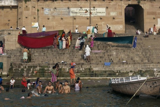 $15 million for toilets on the ganges, spiritual leader donates money for ganges toilets, ganges toilets, ganges river, pollution, sewage, india health