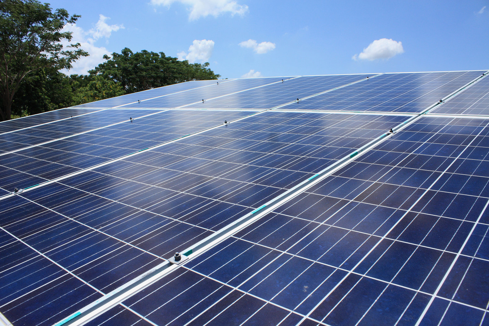 New hybrid solar cells generate 5 times more energy by harnessing sunlight and heat at the same time