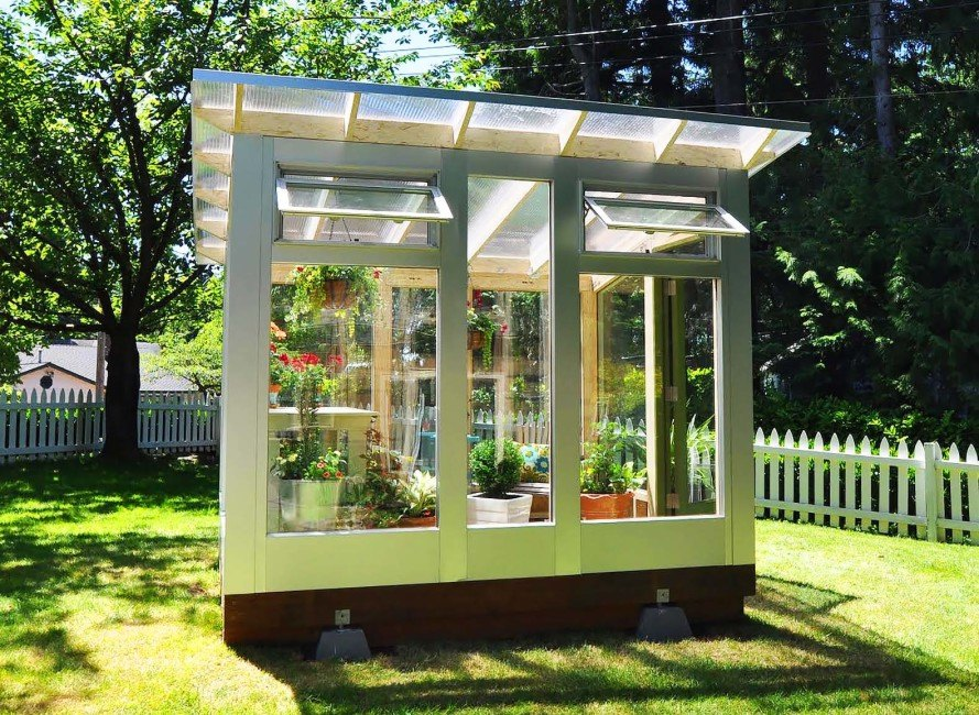 Studio Sprout's backyard greenhouse combines beautiful ...