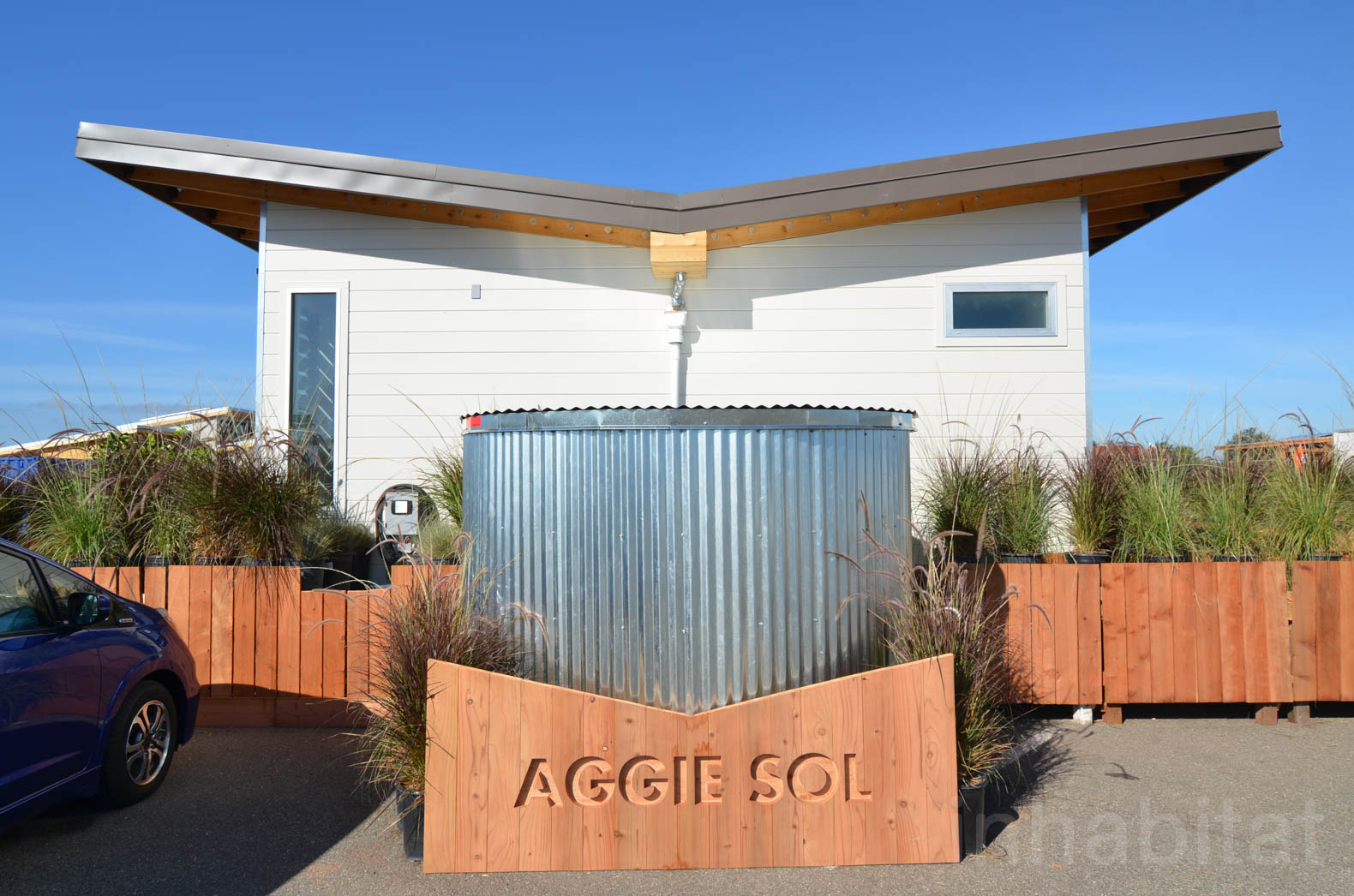 Revolutionary Aggie Sol home is cooled by rooftop sprinklers