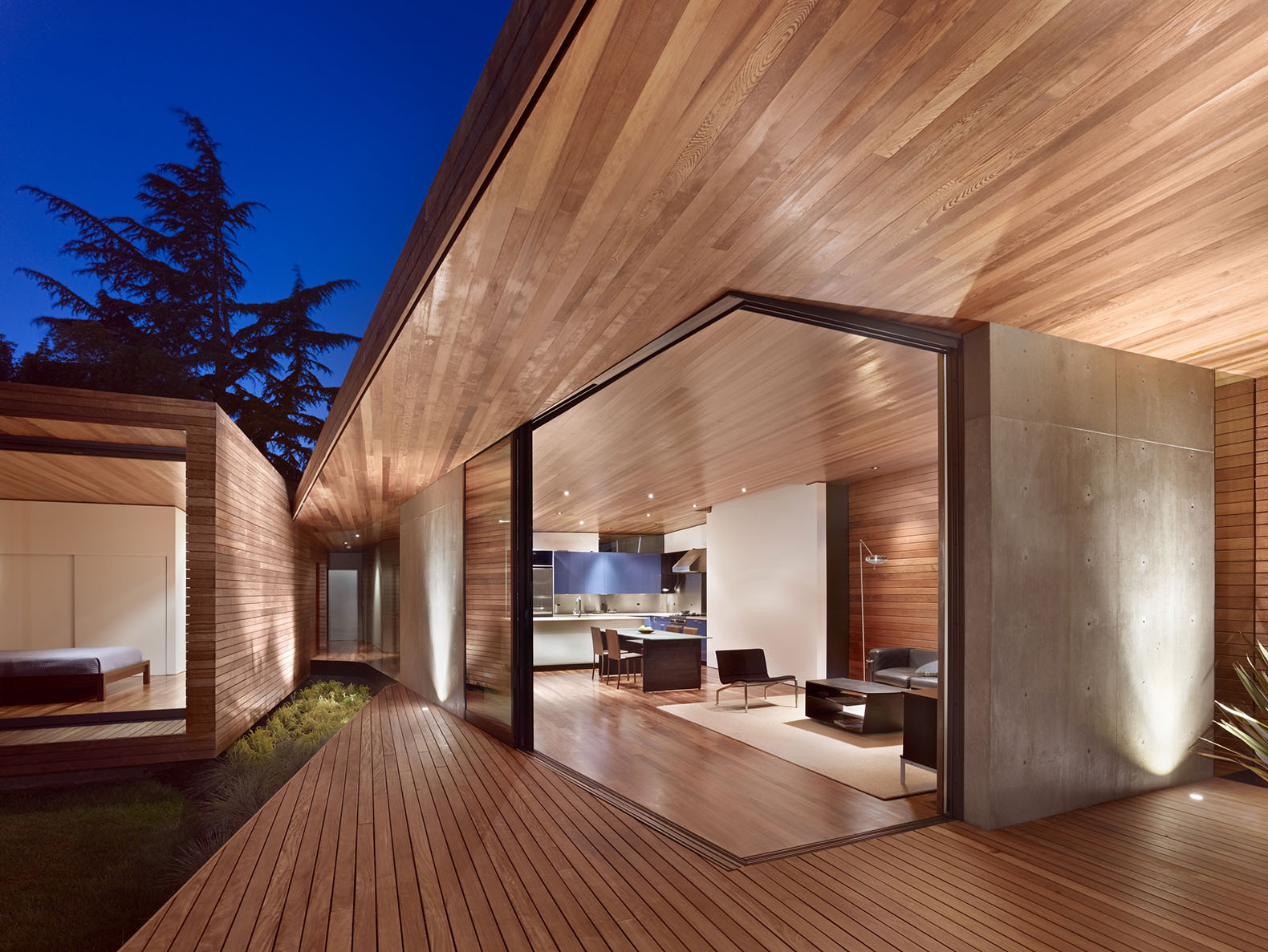Lovely Two Converging Wings Create A Glass Clad Fissure In The Renovated  Mid Century Bal House