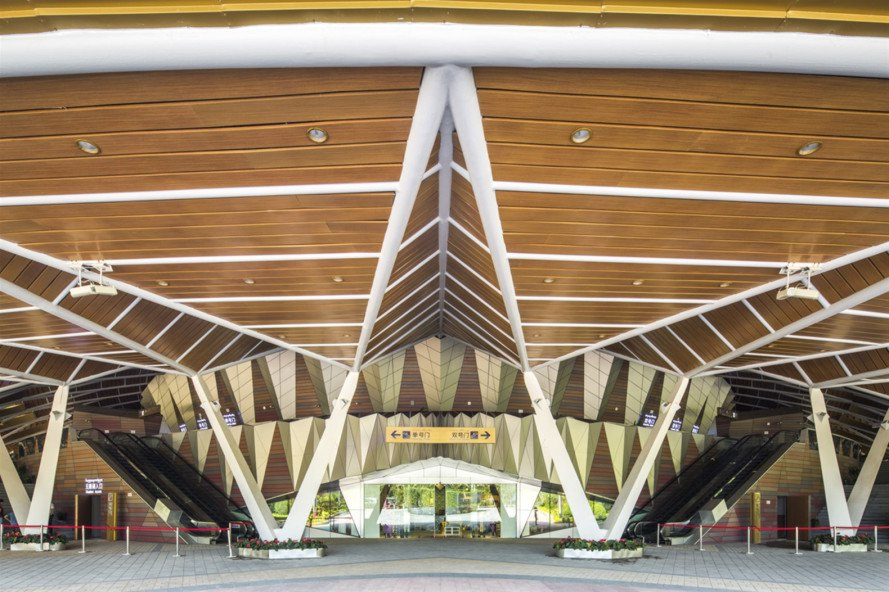 dali creative area by pwd architecture architects in my area Glowing gold theater fans out a palm-inspired canopy in China