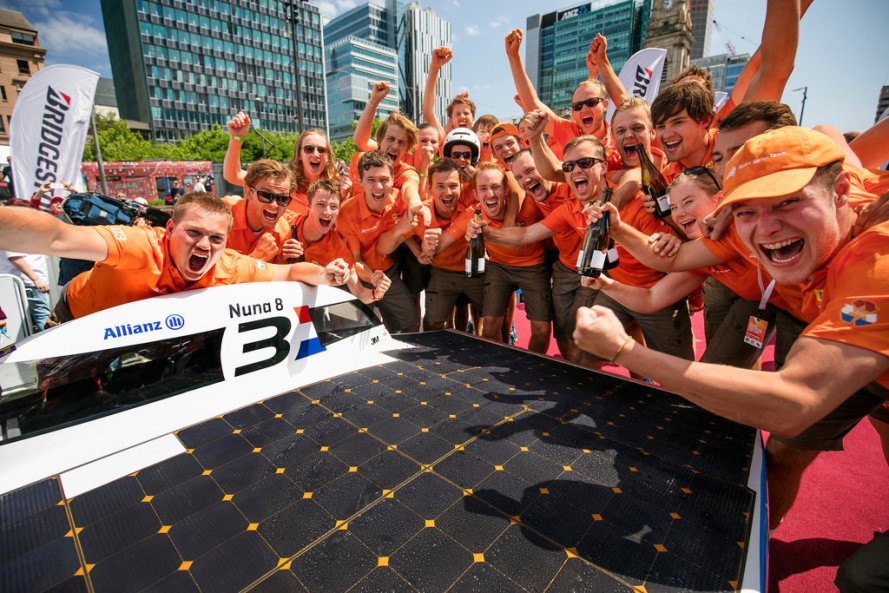 world solar challenge, nuon solar team, Delft University, nuna8, solar powered car, solar powered race, australian solar car race, racing solar powered vehicles, bridgestone solar car race