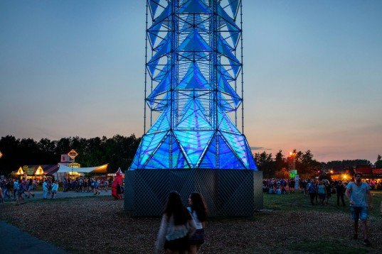 Dennis Parren, light tower, lowlands music festival, netherlands festival, light towers, LED art, LED light tower, LED structures, LED art installations, art installations, urban art, green design
