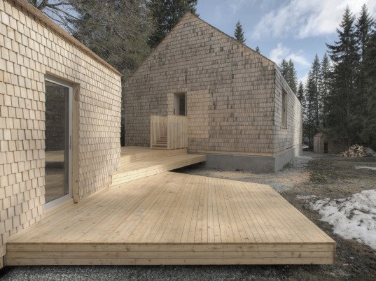 Energy Efficient Timber Cabin Is Made From All Natural