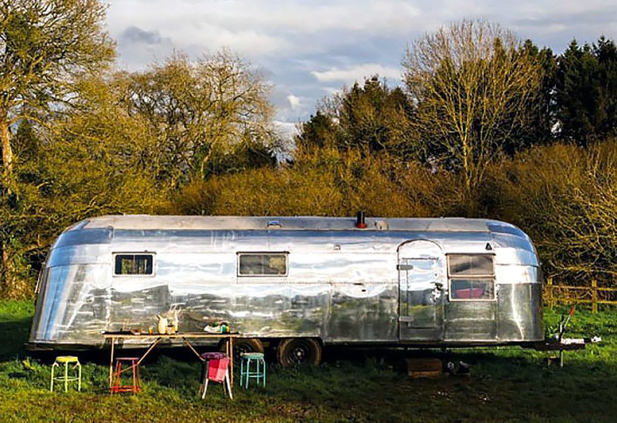 Couple convert vintage 1954 Airstream into their dream home on wheels