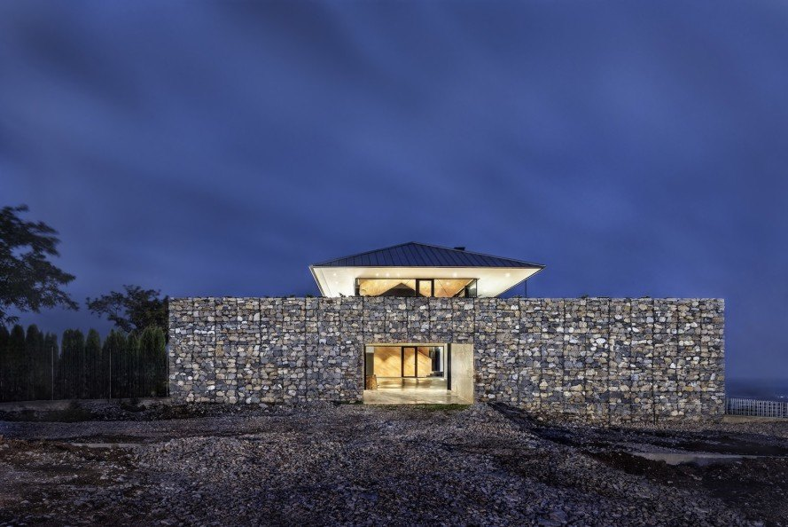 gabion walls, gabions, Observation House, Observation House by I/O Architects, I/O Architects, 360 degree views, green roof, panoramic views,