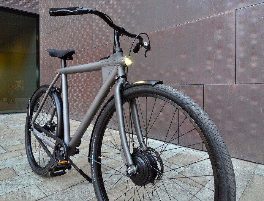 The VANMOOF Electrified is a smart, stylish, and stealthy