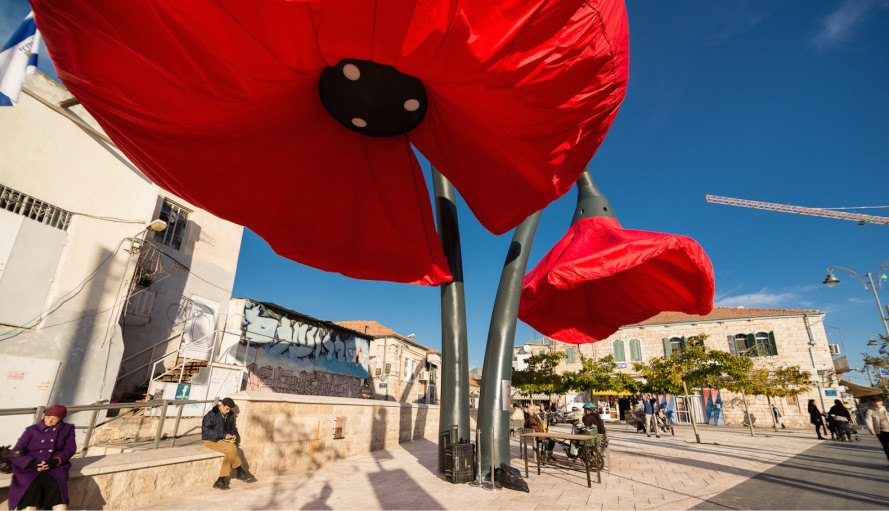 HQ Architects, Warde, Warde by HQ Architects, poppies, poppy, flower-like sculptures, installation, urban art installation, urban art flower installation, streetlights, streetlight art, Jerusalem, interactive artwork, urban intervention